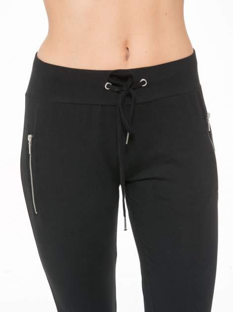 Czarne spodnie dresowe z kieszeniami na zamek                                  zdj.                                  7