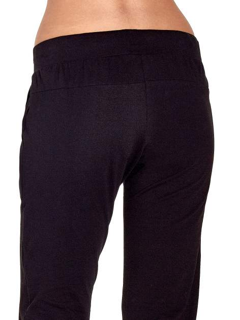 Czarne spodnie dresowe z nogawką ze ściągaczem                                  zdj.                                  6