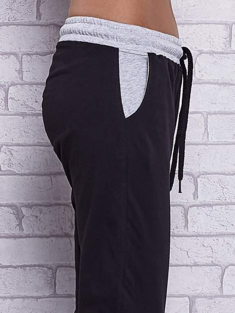 Czarne spodnie dresowe z szarymi wstawkami                                  zdj.                                  5