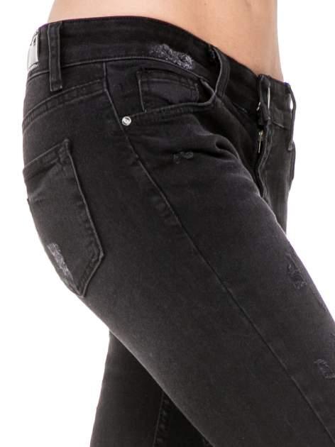 Czarne spodnie jeansowe 7/8 z rozdarciami                                  zdj.                                  8