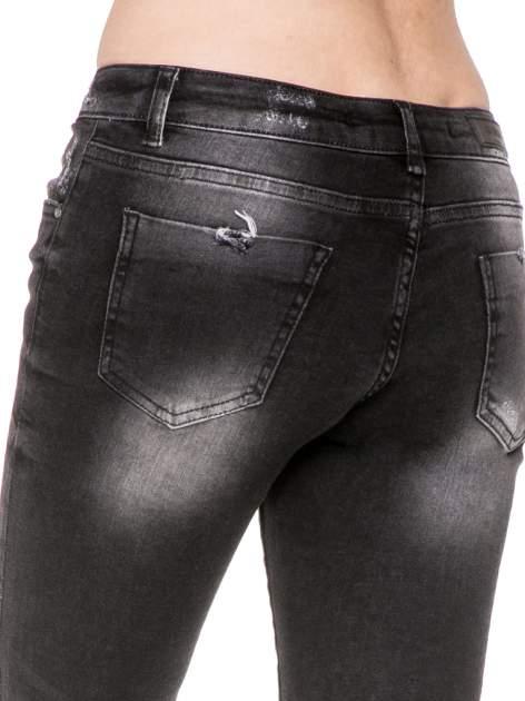 Czarne spodnie jeansowe 7/8 z rozjaśnianą nogawką                                  zdj.                                  9