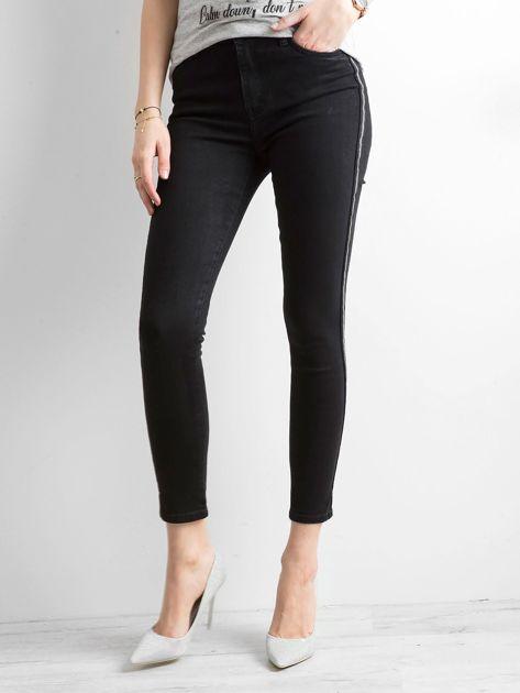 Czarne spodnie jeansowe z lampasami                              zdj.                              2