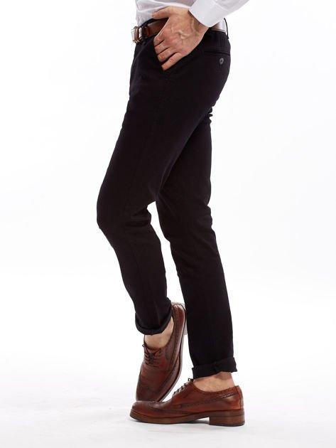 Czarne spodnie męskie chinosy o prostym kroju                              zdj.                              9