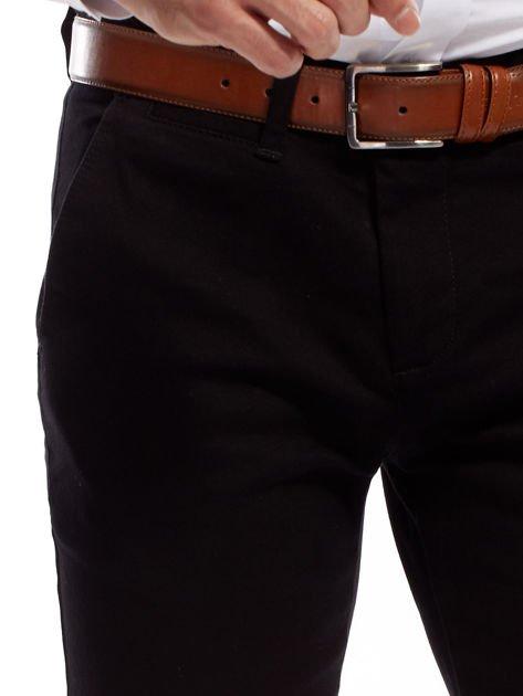 Czarne spodnie męskie chinosy o prostym kroju                              zdj.                              5