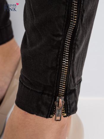Czarne spodnie typu rurki z suwakami wzdłuż nogawek i z przodu                                  zdj.                                  6