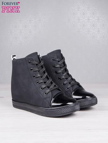 Czarne sznurowane sneakersy Polly z napisem LOVE                                  zdj.                                  3
