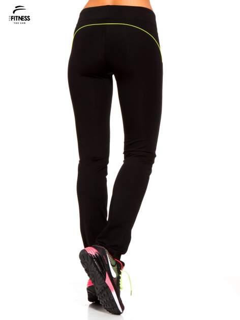 Czarne termoaktywne spodnie do biegania o prostej nogawce z fluozieloną wstawką ♦ Performance RUN                                  zdj.                                  4
