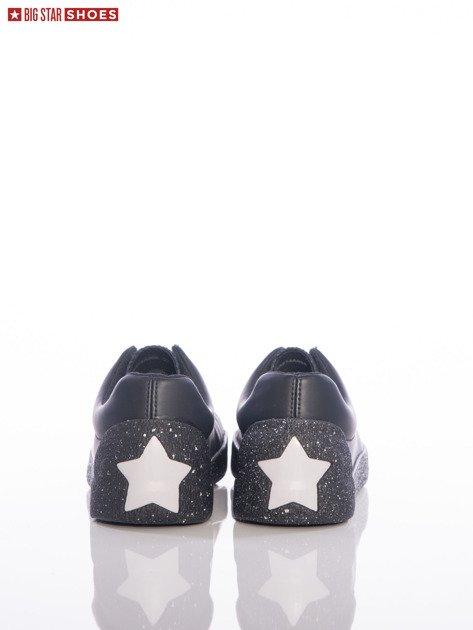 Czarne trampki Big Star z ozdobnymi srebrnymi gwiazdkami na tyle cholewki                                  zdj.                                  3