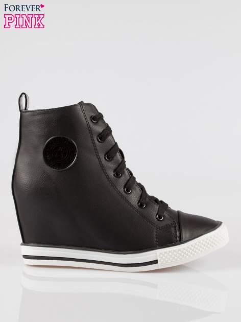 Czarne trampki na koturnie w stylu sneakersów                                  zdj.                                  1