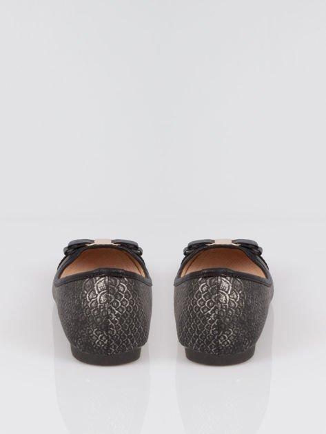 Czarne wężowe balerinki faux leather Paris z kokardą                                  zdj.                                  3
