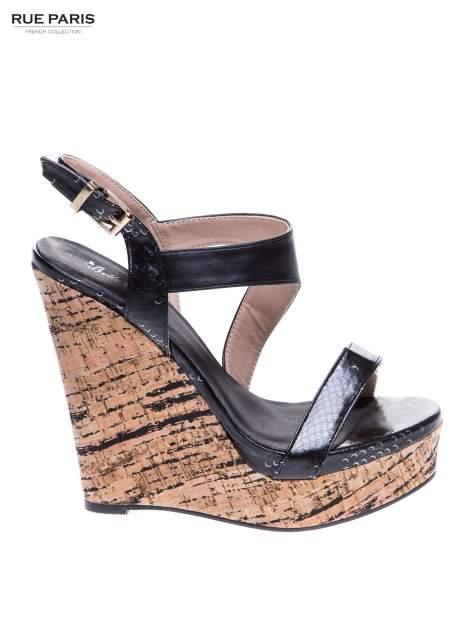 Czarne wężowe sandały z paskami na korkowym koturnie                                  zdj.                                  1