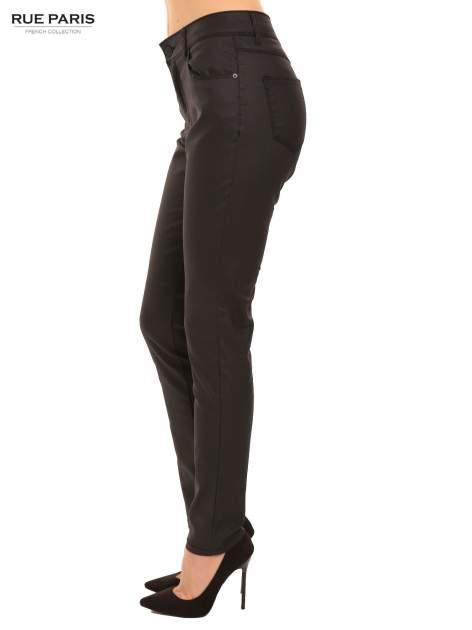 Czarne woskowane spodnie slim fit                                  zdj.                                  3