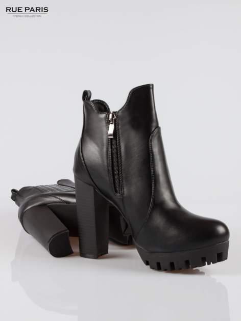 Czarne wysokie botki na platformie stylizowane na sztyblety                                  zdj.                                  4