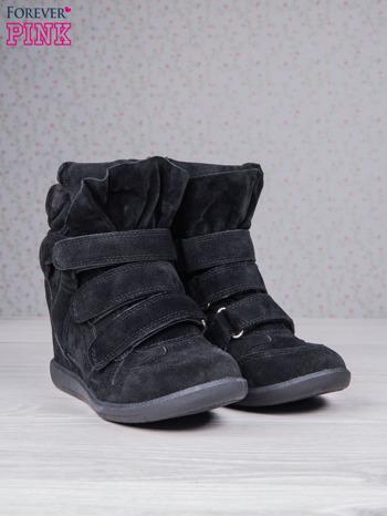 Czarne zamszowe sneakersy na rzepy                                  zdj.                                  3