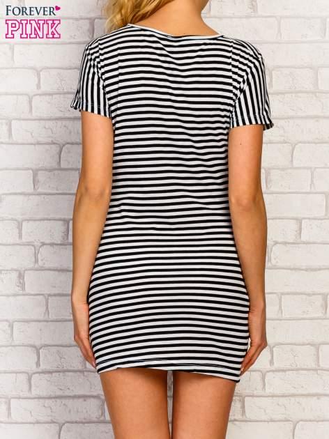 Czarno-biała sukienka w paski z nadrukiem rockowym                                  zdj.                                  5
