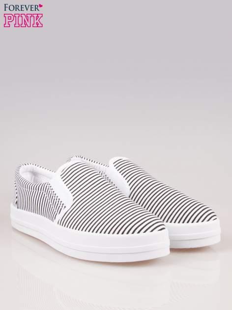 Czarno-białe buty slip on w paski na grubej podeszwie                                  zdj.                                  2