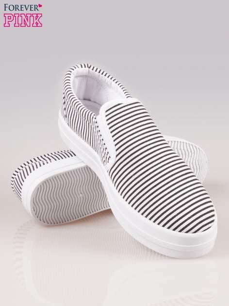 Czarno-białe buty slip on w paski na grubej podeszwie                                  zdj.                                  4
