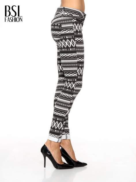 Czarno-białe spodnie rurki w azteckie wzory                                  zdj.                                  3