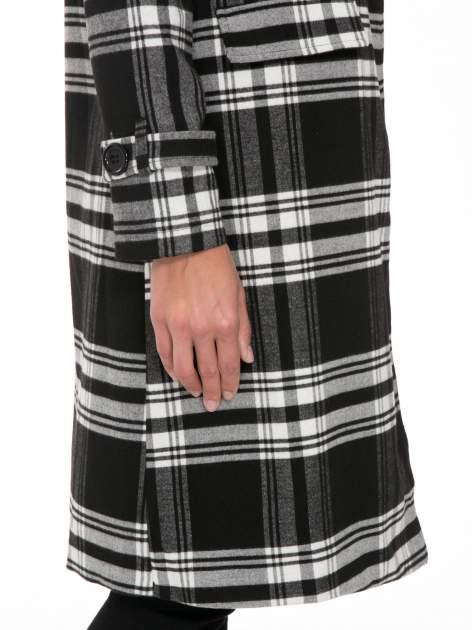 Czarno-biały wełniany płaszcz w kratę zapinany na jeden guzik                                  zdj.                                  5