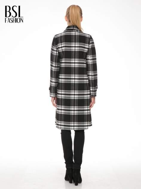 Czarno-biały wełniany płaszcz w kratę zapinany na jeden guzik                                  zdj.                                  2