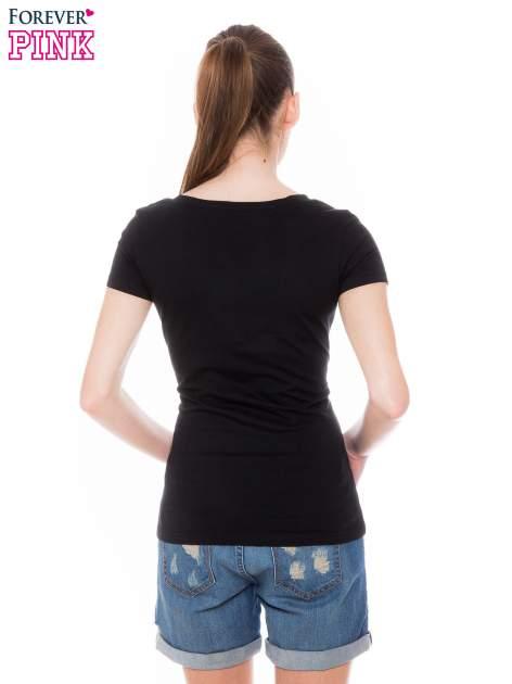 Czarny basicowy t-shirt z dekoltem w serek                                  zdj.                                  4