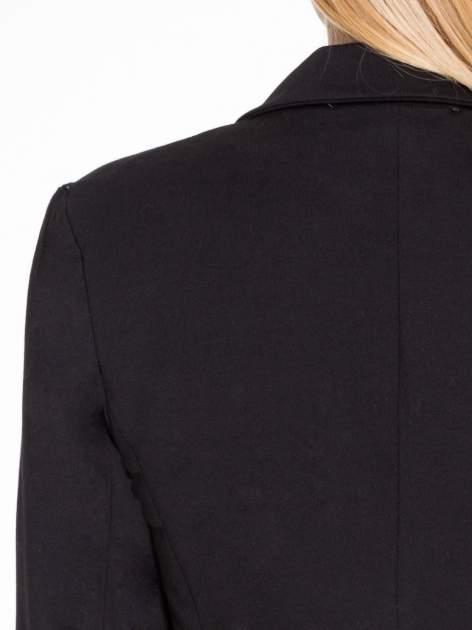 Czarny bawełniany żakiet damski na jeden guzik                                  zdj.                                  7