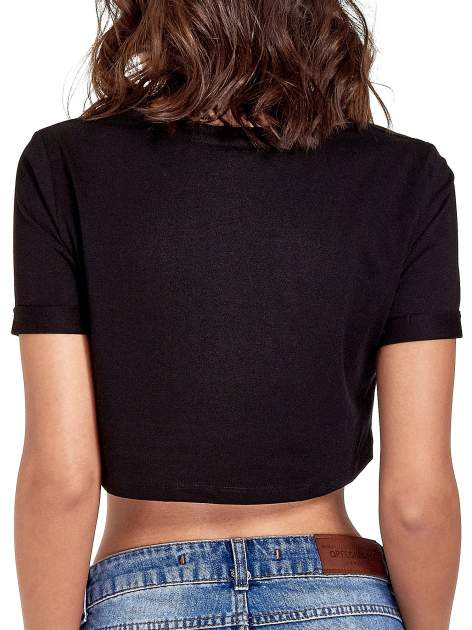 Czarny cropped t-shirt ze złotym napisem BOYS                                  zdj.                                  6