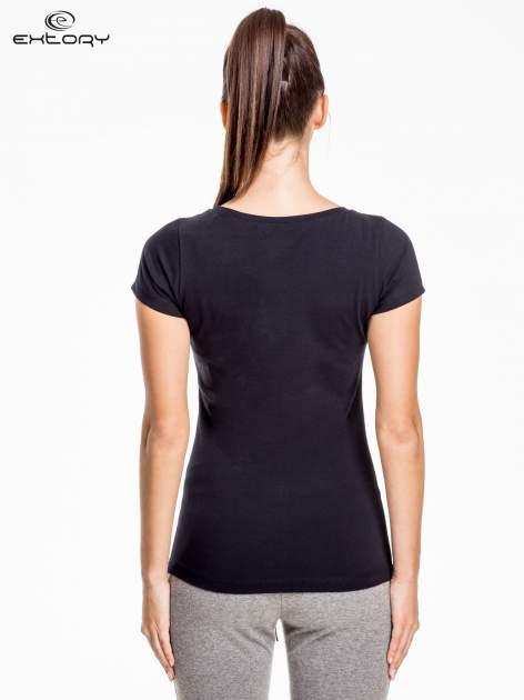 Czarny damski t-shirt sportowy basic PLUS SIZE                                  zdj.                                  4