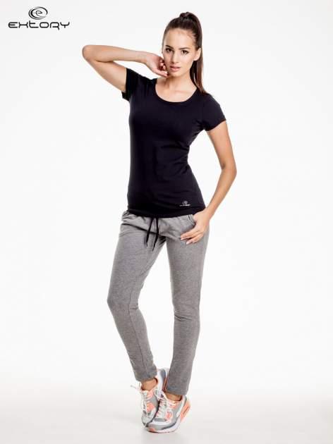 Czarny damski t-shirt sportowy basic PLUS SIZE                                  zdj.                                  2