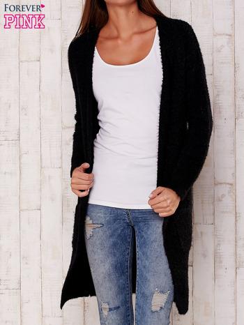 Czarny długi puszysty sweter                                  zdj.                                  2
