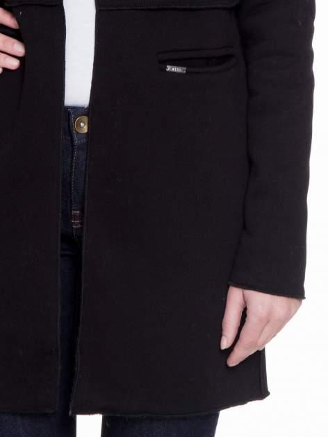 Czarny dresowy bluzopłaszczyk o pudełkowym kroju                                  zdj.                                  6