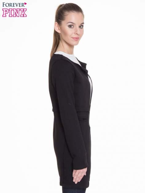 Czarny dresowy bluzopłaszczyk o pudełkowym kroju                                  zdj.                                  3