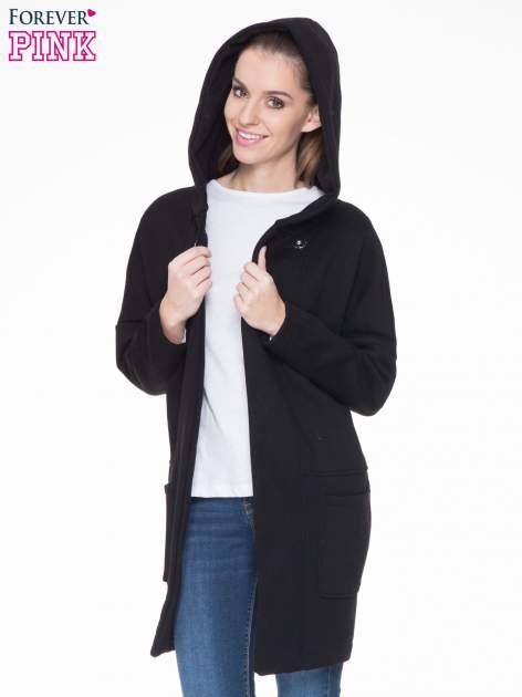 Czarny dresowy płaszcz z kapturem i kieszeniami                                  zdj.                                  5