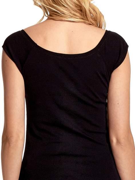 Czarny gładki t-shirt z łódkowym dekoltem                                  zdj.                                  8