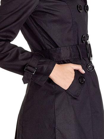Czarny klasyczny płaszcz typu trencz                                  zdj.                                  5