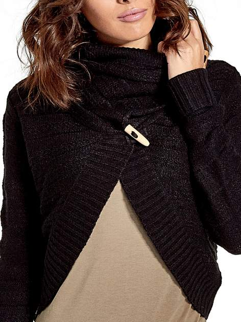 Czarny krótki sweter narzutka z kołnierzem                                  zdj.                                  5