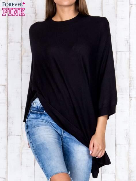 Czarny luźny sweter oversize z bocznymi rozcięciami