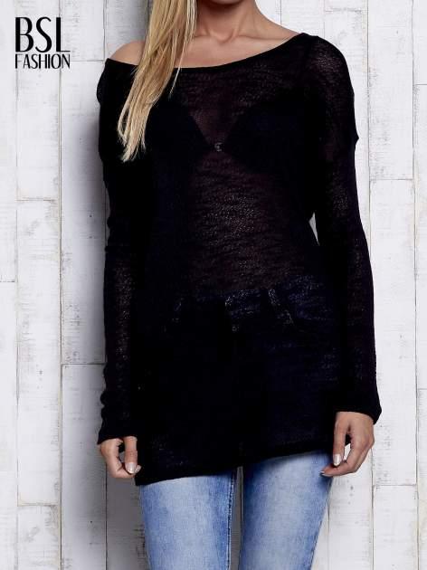 Czarny melanżowy sweter z łezką na plecach