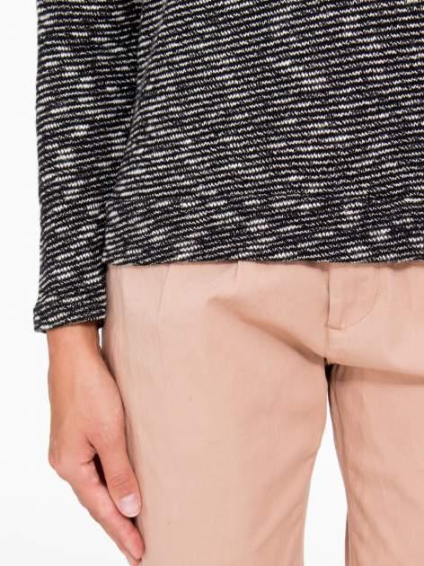 Czarny melanżowy sweter z ozdobnym kołnierzogolfem                                  zdj.                                  6