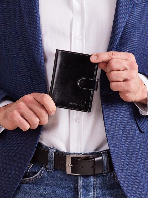 Czarny męski portfel ze skóry naturalnej z zapięciem