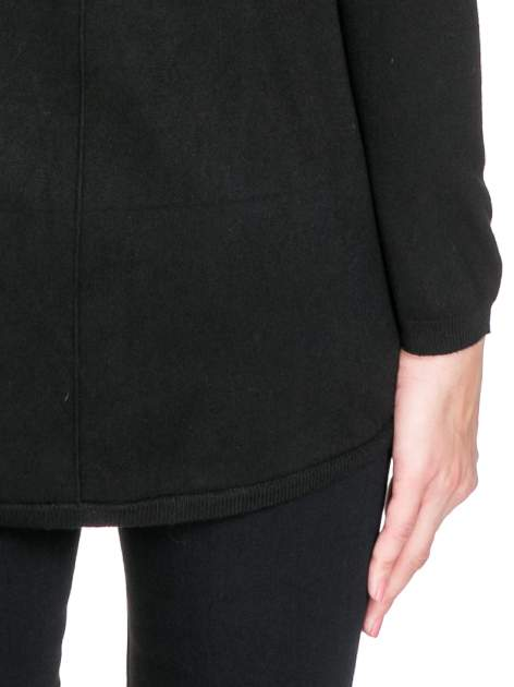Czarny otwarty sweter narzutka z dłuższym tyłem                                  zdj.                                  8