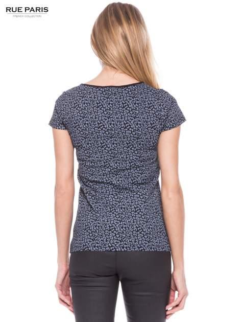 Czarny panterkowy t-shirt z transparentnym karczkiem                                  zdj.                                  3