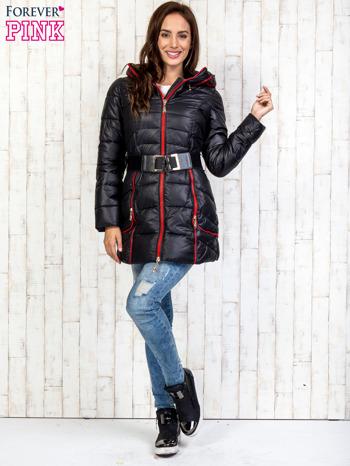 Czarny płaszcz z paskiem i kolorowymi suwakami                                  zdj.                                  6