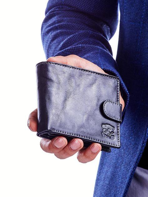 Czarny portfel dla mężczyzny z klapką                              zdj.                              1