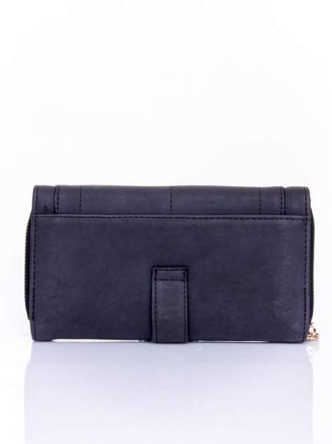 Czarny portfel z dżetami i ozdobnym zapięciem                                  zdj.                                  2