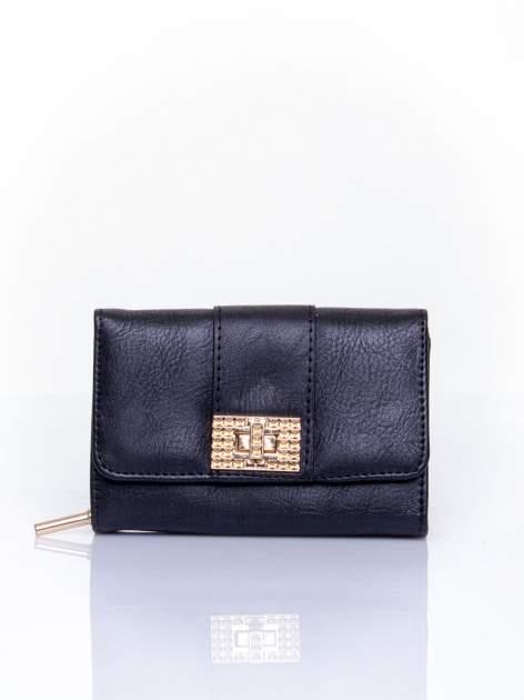 Czarny portfel z ozdobnym zapięciem
