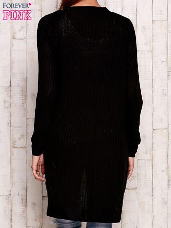 Czarny prążkowany sweter z kieszeniami                                  zdj.                                  4
