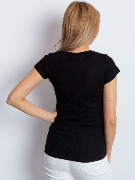 Czarny prążkowany t-shirt                              zdj.                              2