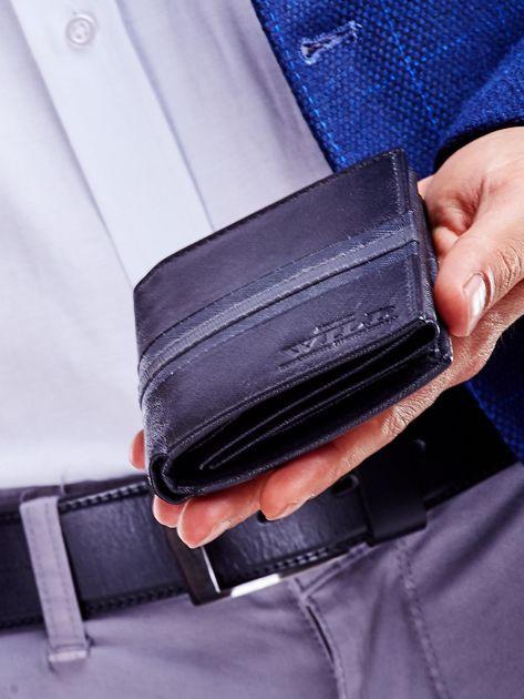 Czarny skórzany portfel męski z wytłoczeniem                              zdj.                              6