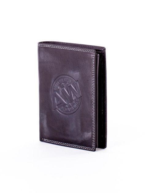 Czarny skórzany portfel z okrągłym tłoczonym emblematem                              zdj.                              3